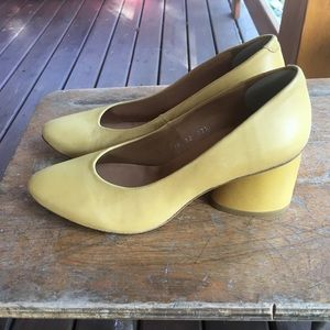 Audley leather pump heel shoes: yellow
